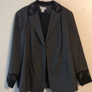 Suit. Custom embroidery Worthington suit. 14/16